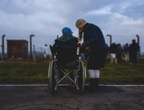 Aidant à distance : 4 conseils pour assister un proche âgé quand on éloigné